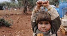 """""""Não é fácil confortar uma criança que pensa que a câmera é uma arma. """"Normalmente, crianças correm, escondem os rostos ou sorriem quando vêem uma câmera."""""""