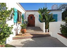 Spanish house entrance - reminds me of living in Florida **sigh**