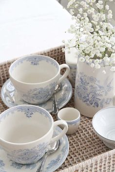 Tea for two in blue Blue And White China, Blue China, White Dishes, White Cottage, My Tea, White Houses, White Decor, White Porcelain, Tea Time