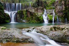 Salt de Can Batlle, Santa Pau (Garrotxa). Just 3 minutes walk from home! Wild Life, Trekking, Places To Go, Waterfall, Hiking, Outdoors, Adventure, Nature, House