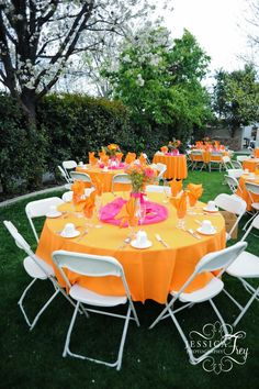 I love this color combination for so many things. What a lovely setting for a summer party.