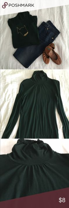 Hunter Green Turtle Neck Light weight soft hunter green turtle neck. The neck is a lower turtle neck with pretty detailing. Gap Tops
