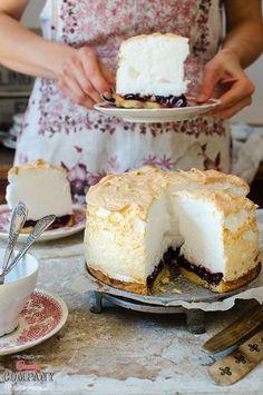 Cherry tart with light meringue foam topping, best meringue cherry pie ever! Cookie Desserts, No Bake Desserts, Just Desserts, Sweet Recipes, Cake Recipes, Dessert Recipes, Pin On, Different Cakes, Polish Recipes