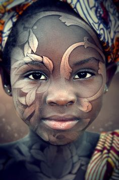 Beautiful portrait of a pretty little girl bodypainting, body art, face art, photo Black Is Beautiful, Beautiful World, Beautiful People, Beautiful Body, Stunningly Beautiful, Art Visage, Too Faced, Foto Art, People Of The World