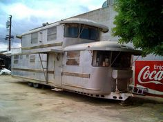 Pin by Sondra Allen on Vintage Trailers and Camping . Vintage Campers Trailers, Retro Campers, Vintage Caravans, Camper Trailers, Vintage Motorhome, Airstream Campers, Tiny Trailers, Happy Campers, Trailer Casa