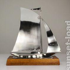 großes Art Deco Metall Segel Boot, poliert 30er-50er Jahre alt vintage Sail Boat