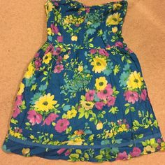 Floral sundress Cute easy wear strapless sundress, lined, full skirted. Stretchy backed Aeropostale Dresses Strapless