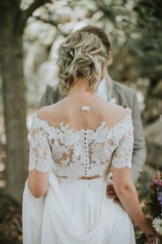 The more we look at this two-piece bridal gown the more we fall in love | Image by Sharon Litchfield Photography #gardenwedding #orchardwedding #elegatnwedding #outdoorwedding #wedding #weddinginspiration