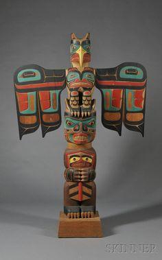 Northwest Coast Polychrome Carved Totem Pole by Tony Hunt. Arte Inuit, Arte Haida, Haida Art, Inuit Art, Native American Totem Poles, Native American Artwork, Native American Indians, Totems, Totem Pole Art