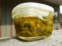 Σπαθόλαδο· πως το φτιάχνω   Διακόνημα Sore Muscles, Natural Oils, Cucumber, Cooking Recipes, St John's, Healthy, Sun, Food, Products