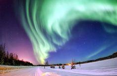 aurore boreale en Alaska photo by Senior Airman Joshua Strang)