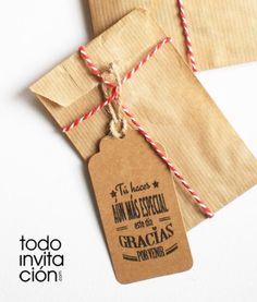 pack de 20 etiquetas original en kraft para detalles y regalos de invitados. Perfectos para dar un toque original a tus detalles en tu boda, comunión o bautizo.