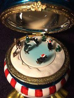 Christmas-Music-Box-Penguin-Skating-Ring