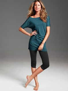 Vickies of the shoulder tunic. It could be dressed up or down! Lazy days, going clubbing, or staying in for the night!