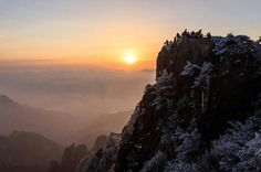 Sunrise in Mt. Huang, China 黄山日出,中国