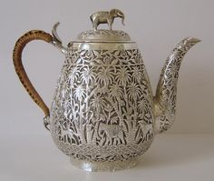 A Superb Quality Indian Colonial Antique Sterling Silver Teapot 387 Grams Bronze, Vintage Silver, Antique Silver, Objets Antiques, Silver Teapot, Teapots And Cups, Tea Ceremony, Tea Set, Afternoon Tea