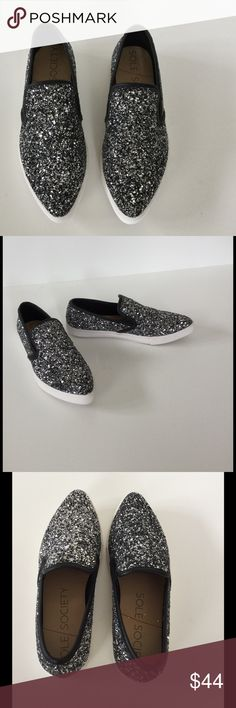 Sole Society Black & Silver Glittery Flats NWOB Add some sparkle to your day with these beauties. Cute with everything from skirts to jeans to shorts! Pointed toe loafer style. Black & silver glitter upper trimmed with black. TPR outsole. Padded footbed. New, never worn. Ships without box Bundle discount  ⭐️5 star rated Suggested User Smoke free home No trades please   Thank you for shopping with me. Please ask all questions before purchase Sole Society Shoes Flats & Loafers