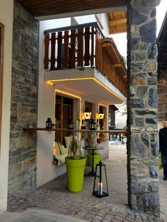 A warm welcome at Chinchilla Bar, LEUKERBAD