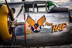 Militärische Flugzeuge Nose Art Pinup Girl Miss Hap North