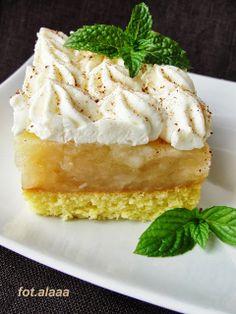 Szarlotka na biszkopcie z bitą śmietaną Polish Desserts, Polish Recipes, Polish Food, Sweet Recipes, Cake Recipes, Romanian Food, Apple Cake, Food Cakes, No Bake Cake