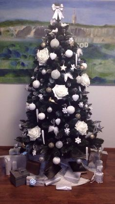 Kupte si tuto krásu v předstihu za super cenu 🎄  Zde: www.mujstromecek.cz  #vanoce #ceskarepublika #vanocnistromek #vanocnistromecek #vanocnistrom #vánočnístromeček #kup #czechrepublic #ostrava Christmas Trees, Holiday Decor, Design, Home Decor, Xmas Trees, Homemade Home Decor, Interior Design, Design Comics