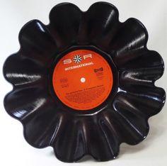 Deko-Objekte - Schallplatte Schale, Obstschale aus Schallplatte - ein Designerstück von Aurum bei DaWanda