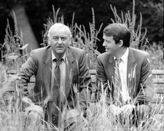 'Inspector Morse' with John Thaw and Kevin Whately (Morse and Lewis). Kevin Whately, Inspector Lewis, Masterpiece Mystery, The Sweeney, Endeavour Morse, Laurence Fox, Oxford City, Bbc Tv Shows, Tv Detectives