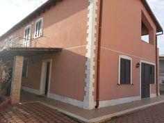 Villaggio MIANO vendesi VILLA di recente costruzione di mq. 170 su due livelli composta da: ampio salone, cucina abitabile, cucinino, 2 bagni, 3 camere da letto. Terreno circostante di mq. 400 ... TRATTATIVE RISERVATE