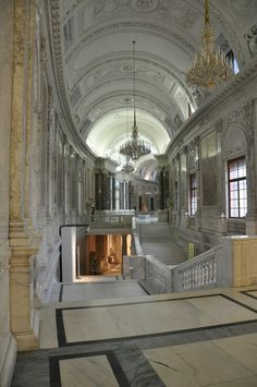 Staircase in the Hofburg Palace Vienna, Austria Beautiful Architecture, Beautiful Buildings, Interior Architecture, Beautiful Places, House Hall Design, Le Palais, Vienna Austria, Visit Austria, Dibujo