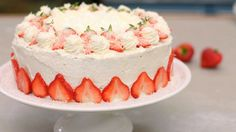 It is a real Summer cake ~ Aarbeienslagroomtaart Dutch Recipes, Baking Recipes, Sweet Recipes, Dessert Recipes, Whipped Cream Cakes, Baking Bad, Summer Cakes, Sweet Bakery, Food Test