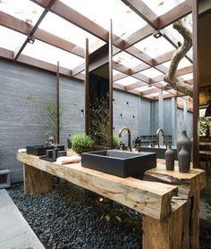 Resultado de imagem para banheiro com madeira de demolição