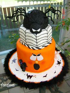 Halloween cake, too cute spider on top, pumpkin on bottom scared