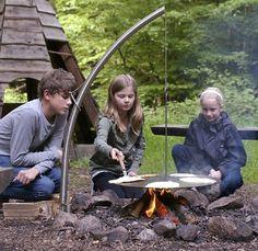 Buiten koken met een Camp Fire. www.steigerhoutenmeubelen-dejutter.nl