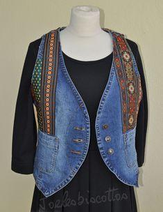 Sans manche, style amérindien, petit gilet mixte en jean, customisé JoeLesBiscottos Jeans, Sweaters, Etsy, Style, Fashion, Red Necklace, Denim Bag, Wool Felt, Jackets