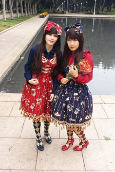 Belated Valentines Day photos! My lovely girl Sasha and I twinned for the occasion. The photo makes us look kind of stunted but we're taller I swear! The lovely flowers are from her (*´∀`*人*´∀`*)  JSK, headbow, blouse: Infanta Socks: Alice and the Pirates Shoes: Bodyline