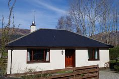 in Glencoe, GB. Two ensuite (shower not bath) bedrooms - one double, one twin with space for an extra bed, living room with real fire, TV, Sky and DVD player, dining kitchen with hob, oven, microwave, dishwasher, washing machine, fridge freezer, WIFI. Private par...