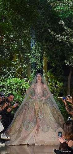 I love this dress, but the model looks like a walking corpse #ElieSaab #hautecouture #eventsbyonefineday