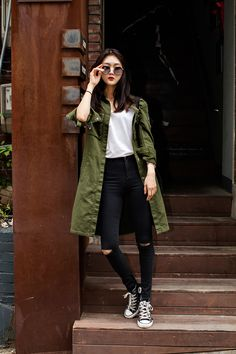 Moda coreana: 20 Looks coreanos para se inspirar e copiar Japan Fashion Casual, Japan Winter Fashion, Korean Fashion Winter, Korean Fashion Casual, Seoul Fashion, Korean Fashion Trends, Korean Street Fashion, Ulzzang Fashion, New York Fashion