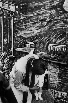 Henri Cartier-Bresson, 1934, MEXICO. Inside a photo studio.   Learn Fine Art Photography - https://www.udemy.com/fine-art-photography/?couponCode=Pinterest10