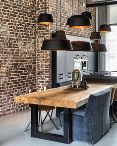 Solid wood dining table in industrial setup - Esszimmer Ideen Contemporary Dining Room Lighting, Dining Table Lighting, Dining Table Design, Modern Dining Table, Dining Tables, Large Dining Room Table, Farmhouse Dining Room Table, Sweet Home, Interior Design