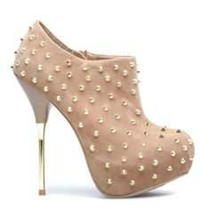 studded heels in nude//shoe dazzle Pretty Shoes, Beautiful Shoes, Crazy Shoes, Me Too Shoes, Studded Heels, All About Shoes, Shoe Closet, Shoe Dazzle, Shoe Game