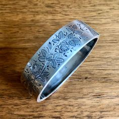 Victorian Sterling Silver Hinged Bangle with Floral Engraving High Jewelry, Jewelry Stores, Jewelry Accessories, Jewelry Design, Birmingham Jewellery Quarter, Silver Bangle Bracelets, Hand Engraving, Bracelet Designs, Jewelry Trends