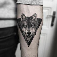Geometric Tiger, Geometric Wolf Tattoo, Tattoo Tribal, Small Wolf Tattoo, Small Tattoos, Cool Tattoos, Wolf Tattoo Design, Wolf Tattoo Sleeve, Sleeve Tattoos