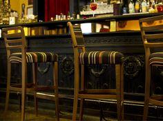 Chaise de bar rembourrée Collection Wiener by Very Wood | design Studio Tipi