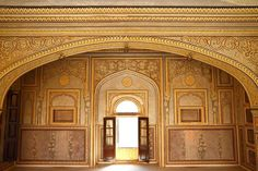 A city of grandeur, splendour and unimaginable charm... Jaipur, Rajasthan... Royal Heritage Haveli Jaipur invites you for an unparalleled experience...
