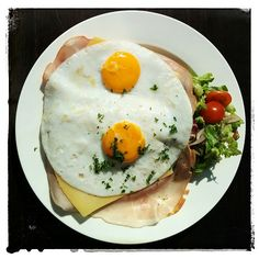 """""""Uitsmijter"""" (Guard standing for a disco/event) On the plate; ham than slices of cheese and than 2 eggs.some white pepper and salt Belgium Food, 2 Eggs, Ham, Dutch, Stuffed Peppers, Cheese, Plates, Breakfast, Licence Plates"""