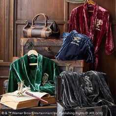 SHUT UP AND TAKE MY MONEY Boasting your house's emblem, lounge in style with these House Velvet Robes. With two pockets and a rich feel for your ultimate comfort, these Harry Potter robes are so soft, they're practically made of magic. Harry Potter Gryffindor, Harry Potter Robes, Harry Potter Bedroom, Harry Potter Cosplay, Harry Potter Merchandise, Harry Potter Outfits, Ravenclaw, Harry Potter Fashion, Harry Potter Pyjamas