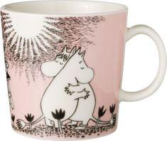 The Arabia Moomin Love Mug is a delicate pink mug that celebrates the long friendship between Moomin and Snorkmaiden. When buying Moomin designs you buy more than just a mug. Les Moomins, Moomin Mugs, Cappuccino Tassen, Tove Jansson, Kitchenware, Tableware, Porcelain Mugs, Ceramic Cups, Malm