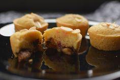 Cupcake de marzipã, cereja e lascas de amêndoas   BistroBox - Descubra novos sabores