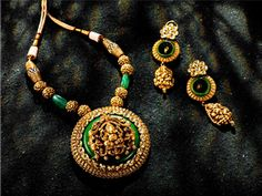 New golden gundla haram necklace designs Gold Jewellery Design, Gold Jewelry, Jewelery, Gold Bangles, Temple Jewellery, India Jewelry, Long Pearl Necklaces, Gold Necklace, Gold Set